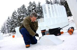 - Att arbeta i is är enkelt, som att skära med kniv i smör, säger Roel Faassen.