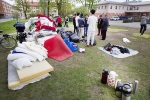 Hungerstrejken är avbruten och ungdomarna är förda till sjukhus. Utanför Migrationsverkets lokaler i Gävle började man sent på söndagseftermiddagen att plocka ner de tält där ungdomarna bott.