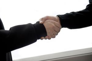 Företag och potentiella medarbetare behöver bli bättre på att hitta varandra. Om företagen hade agerat lika metodiskt och strukturerat när det gäller rekrytering som på tillverkningsutrustning och logistik hade företagen fått tillgång till fler kompetenta kandidater.