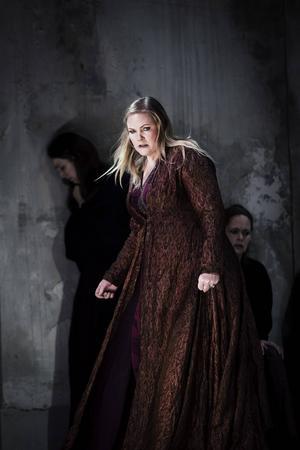 I ett halvår har sopranen Emma Vetter umgåtts med sin rollfigur.