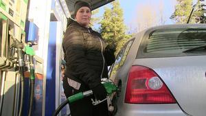 Pernilla Nilsson är bosatt i Brunflo  och har haft svårt att ta ställning i frågan.  – I början var jag helt emot, men efterhand har jag ändrat inställning. Nu  har jag svängt och tror att det kommer att bli bra med förbifarten , det blir mindre trafik genom byn , bättre miljö och bättre för barnen,  säger hon.