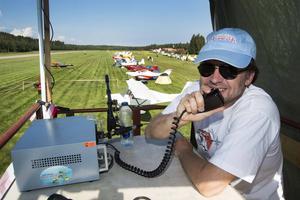 Fredrik Pellebergs i det provisoriska flygledartornet höll ordningen på flygplanen i luften.