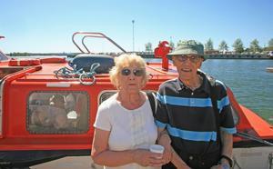 Marion och Donald Lively från Lichfield i Storbritannien är två av de hundratals kryssningsturister som flanerade i Hudiksvall på fredagen.
