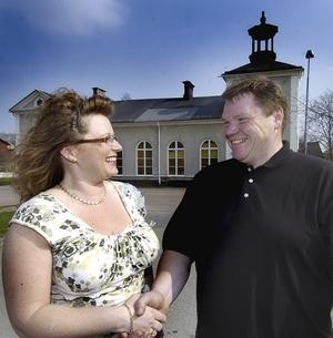 Affär i hamn. Anna Branzell har köpt forna baptistkyrkan av Esko Junttila och det innebär att hon flyttar sin leksaksaffär till kyrkan från nuvarande lokal på Kyrkogatan.