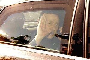 På väg hem. Italiens förre premiärminister på väg hem efter strafftjänstgöring på ett boende för alzheimerpatienter. Arkivfoto: Luca Bruno/TT-AP