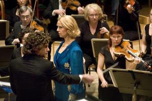 Mezzosopranen Anne Sofie von Otter, dirigenten Robin Ticciati och Gävle symfoniorkester bjöd på en fullmatad konsert i fullsatta Folkets Hus i Hudiksvall.
