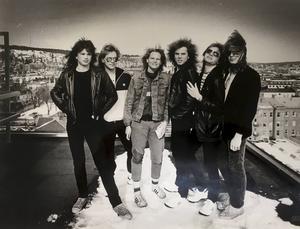 Europe tog sig upp på taket på Aveny tillsammans med reportern Ingela Fröwall på vårvintern 1985. Året efter fick bandet från Upplands Väsby sitt stora genombrott.