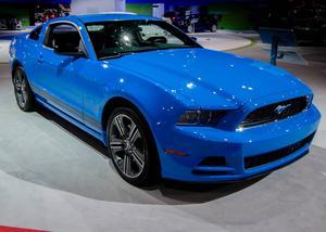 Från 2005 fick Mustang återigen ett mer klassiskt utseende. På 1980-talet var modellen riktigt ful och på 1990-talet strömlinjeformad.   Foto: Shutterstock.com