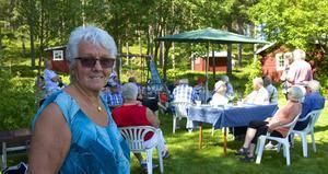 Märta Svensson, född och uppvuxen i Valmåsen, ordnade sommarmöte i sin hemby för hela PRO-gänget från Funäsdalen.