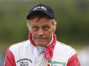 I veckan kör Janne Norberg på tisdag i Hoting, onsdag i Visby, torsdag i Örebro för att återvända till Hoting igen på fredag. Han vilar inte på lagrarna precis.