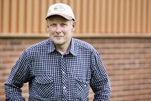 Efter vargattacken i Nysjön förra fredagen har Hans-Olov Backlund tagit hem djuren från fäboden.