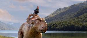 Dinosaurien Patchi och hans fågelkompis kämpar inte bara emot den ogästvänliga naturen i