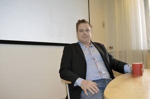 Patrik Bergström, rektor på Västra skolan, beklagar att elever som förberett sig drabbas av det läckta nationella provet. Han tycker också det är allvarligt ur sekretessynpunkt.