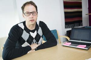 Per Renström, chef för Arbetsförmedlingen i Örnsköldsvik, råder unga arbetslösa att vara ute i god tid när de ska söka sommarjobb.
