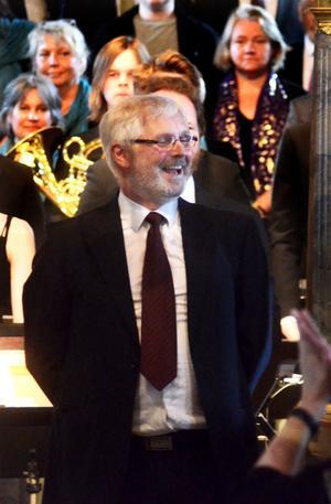Dirigenten Bengt-Åke Lidén hade samlat ett 50-tal sångare från körerna i församlingen.