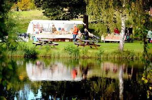 Bruksmarknaden i Stjärnsund tillhör de minsta men desto mer idylliska matmarknaderna.