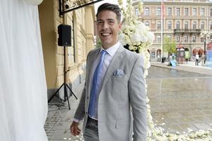 Hockeyspelaren Sebastian Erixon var på plats när Emil Forsberg och Shanga Hussain gifte sig i Stadshuset i Sundsvall.