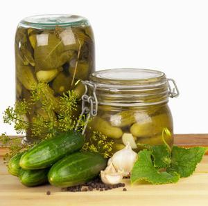 Livsmedel som är syrade innehåller probiotika naturligt.