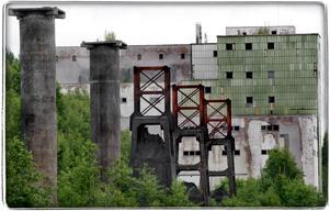 Brand. Utfrakten från Blötbergets ankrikningsverk brann ned men betongpelarna står ännu kvar. Foto:Gunne Ramberg