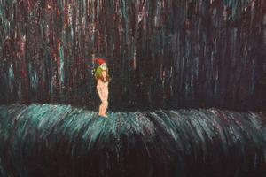 I Håkan Bring Huczkowskis konst dyker ibland tomtar upp med röda luvor. Några balanserar på vad som kanske är våldsamma vattenfall. Eller är det tiden som forsar fram?