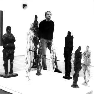 I Gävle. Rune  Rydelius vid en sällsynt utställning hemmavid, på Länsmuseet 1991.