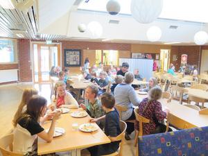 Eleverna på Orrvikens skola får äta mer vegetariskt. De ska även börja kasta mindre mat i soporna.