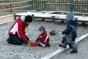 I det rödgröna förslaget till kommunbudget för 2012 ingår satsningar på förskolan, fritidsaktiviteter för unga och sysselsättning för personer som står utanför arbetsmarknaden.