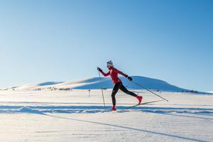 – Det är fantastiskt med längdskidåkning. Det handlar inte bra om att åka fort utan det är en helhetsupplevelse, en naturupplevelse, säger Mikaela Sundbaum, här i Össjödalen.