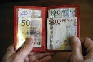 En rättighet. Ungdomar ska få chansen att tjäna egna pengar, skriver Murad Artin och Matilda Fredriksson från Vänsterpartiet. Arkivbild: Jessica Gow/Scanpix