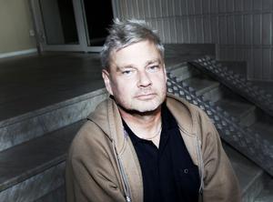 """KRÄVER SVAR. """"Vi är inte ute efter pengar eller ersättning, vill bara få veta sanningen och att kommunen tar på sig sin del av ansvaret"""", säger Janne Johansson, livskamrat till Tuula Lavikkala."""