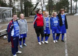 Avbytarna i Myssjö/Oviken hejade på sina lagkamrater.