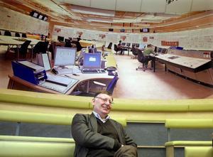 Var chef. Alf Lindros var 1986 chef för den nybyggda Forsmark 3. Senare blev han chef för hela Forsmark och vice vd för Vattenfall.