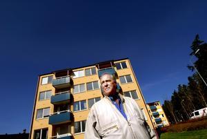 Radonsäkert. Under vintern har Kopparstaden mätt radonhalten i Bertil Mogrinds lägenhet på Knoppen, strax under gränsvärdet blev resultatet.