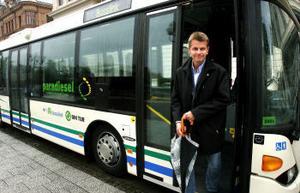 Christer Berglund, vice kommunalråd i Sundsvall, är mycket intresserad av att bussar i stadstrafiken ska köra på det nya dieselbränslet för miljöns skull.