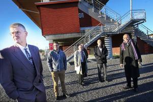 Göran Simonsson, till vänster, är domare i skadeståndsmålet. Till höger om honom står Daniel Kindberg, kommunens advokat Roger Hagman, kommunens jurist Staffan Hillström och Mats El Kott.