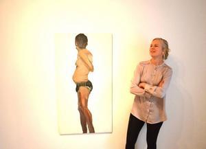 Katrin Westmans utställning på galleri S påverkar och stannar kvar hos betraktaren, enligt Linda Petersson.
