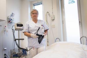 Som specialiserad akutsjuksköterska känner sig Elisabet Wahlbäck tryggare och säkrare och kan jobba mer självständigt. Och nu har hon inte längre några tankar på att lämna akuten.