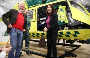 Oppositionsråd i Mora Lennart Sohlberg och EU-och handelsminister Ann Linde vid besökte på helikopterbasen vid Mora-Siljan flygplats.