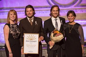Michael Broström och Eric Nordström fick priset av näringsminister Annie Lööf (C) och Monica Lindstedt som är ordförande för Företagarna i Stockholms stad.