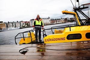 Anders Östlund på en ombyggd Stridsbåt 90E som verksamheten haft sedan 2007.