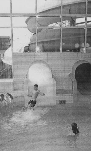 Vattenrutschkanor i Parkbadet.