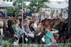 Det var fullsatt med besökare under årets visfestival och Humla kulturförening fick till och med neka människor vid entrén.