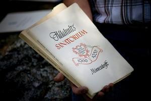 Minnesskrift. Hålahult invigdes 1900 av kung Oscar II, här en minnesskrift om Hålahults sanatorium.