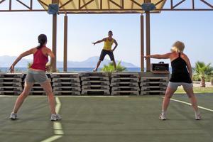 På Kos är det lätt att kombinera strandhäng med mer kaloriförbrännande aktiviteter.