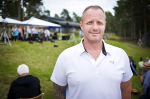 Krister Lundgren vid IOGT-NTO var betydligt mer nöjd med vädret i år jämfört med vid fjolårets regniga arrangemang.