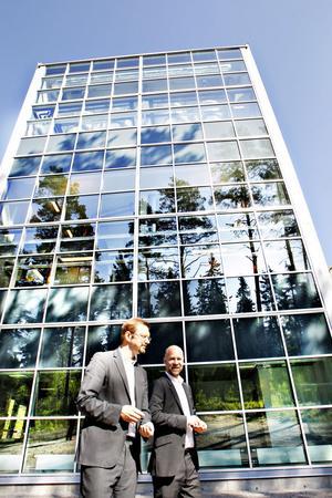 Magnus Dandanell och Ulf Söderlund räknar med fortsatt tillväxt för Mackmyra Svensk Whisky.