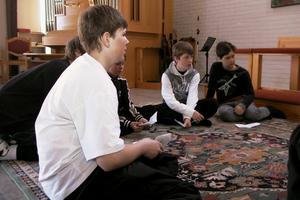 Sammanlagt 220 elever kommer under tisdag och onsdag att få följa med på påskvandringen i Edsbyns missionskyrka.