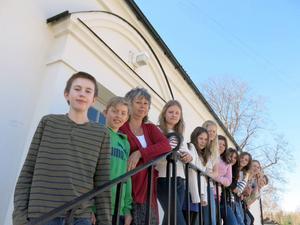 Klass 5A har fått flytta in i den gamla kyrkskolan medan prover tas i deras gamla lokaler.