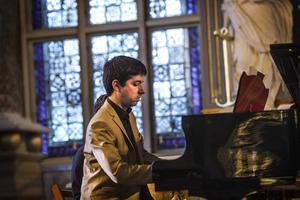 Daniel Stagno kände Tomas Tranströmer när han var i livet och har komponerat 17 Tranströmersånger som han framförde tillsammans med Petteri Lehikoinen i Ljusdals kyrka på onsdagskvällen.