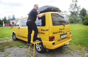 Anders Embretsén demonstrerar sin step-up-stege.
